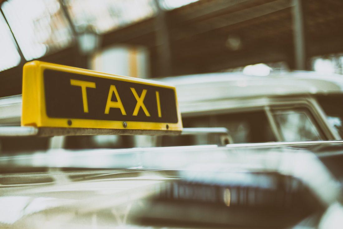 servizio taxi como